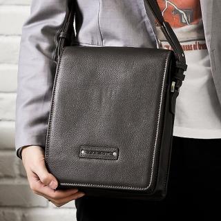 【Roberta Colum】時尚質感鉚釘軟牛皮實用長方形斜背包(咖)