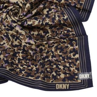 【DKNY】滿版個性迷彩絲質大領巾(深藍)