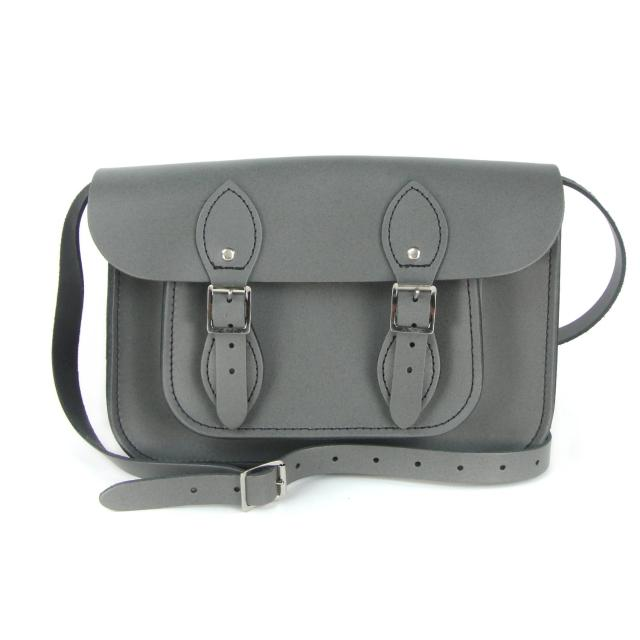 【The Leather Satchel burberry 背包 開箱Co.】11吋 英國手工牛皮劍橋包 肩背 側背手拿包(紳士灰)