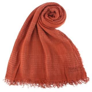 【ARMANI COLLEZIONI】抓皺感設計格紋流蘇披肩圍巾(深橘色)