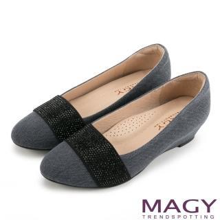 【MAGY】復古上城女孩 質感布料鬆緊帶楔型低跟鞋(藍灰)